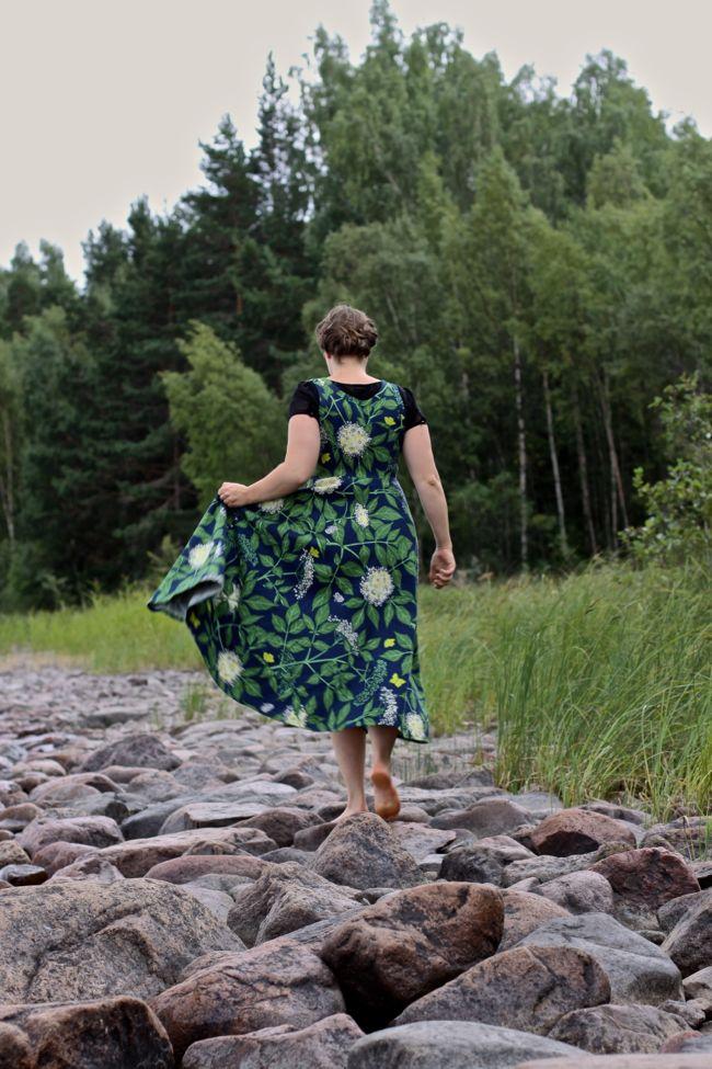 Klänning sydd av Malin Bohm, tyg från Jobs Handtryck www.malinbohm.se